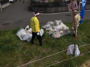 ふれあい橋付近での多摩川・浅川クリーン作戦