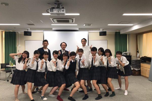 日野台高校CM完成試写会の様子
