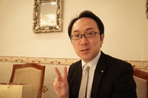 古田理事長の光輝写真